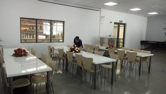 Chuẩn bị các suất ăn cho nhân viên tại Công ty Schindler